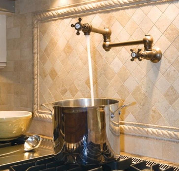 mẫu nhà bếp đẹp - vòi nước lạ