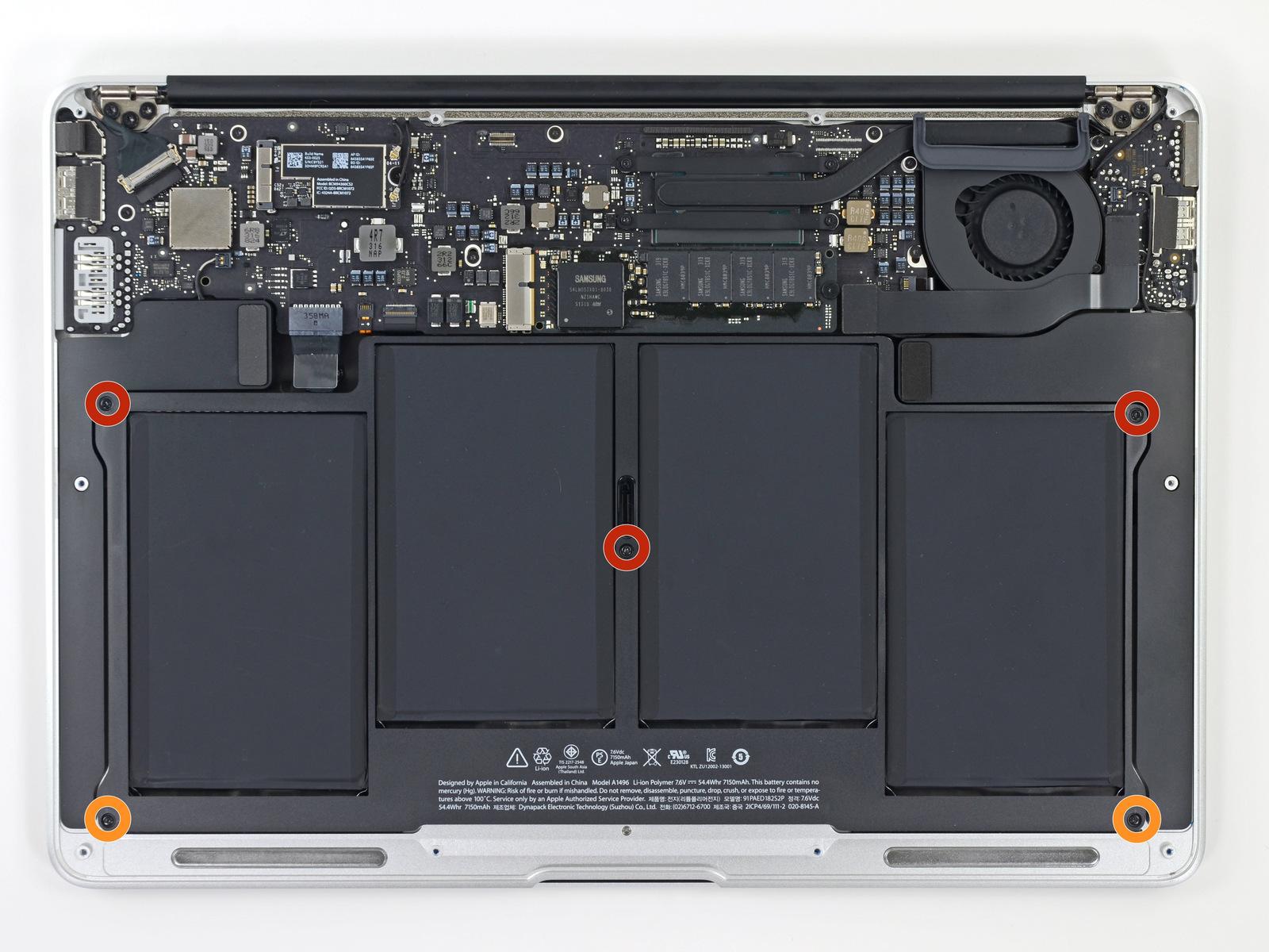 các linh kiện bên trong Macbook air sắp xếp rất gọn gàng